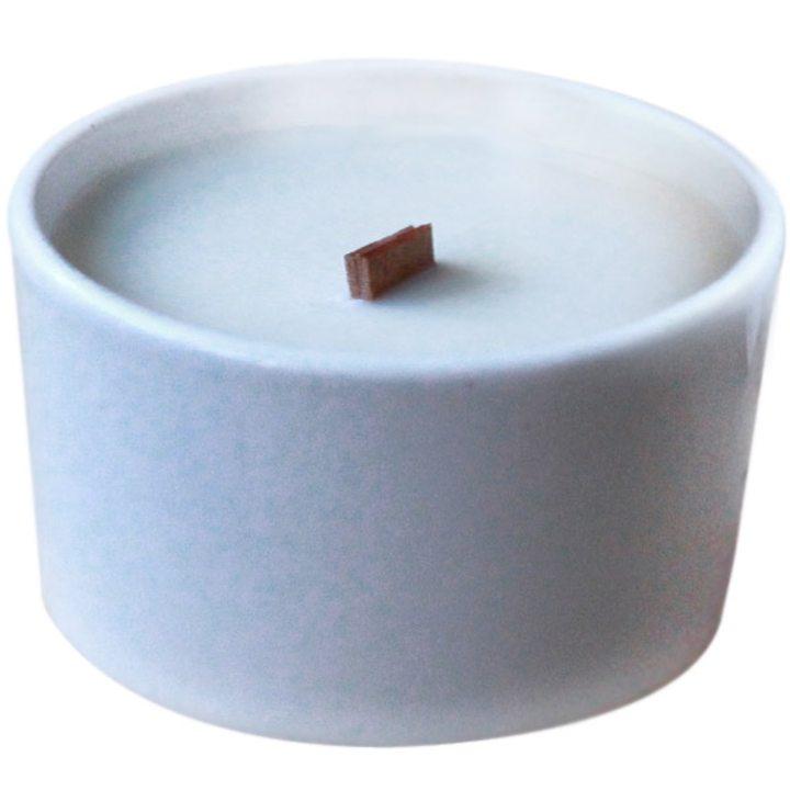 Свещ органичен соев восък в бяла керамична купичка